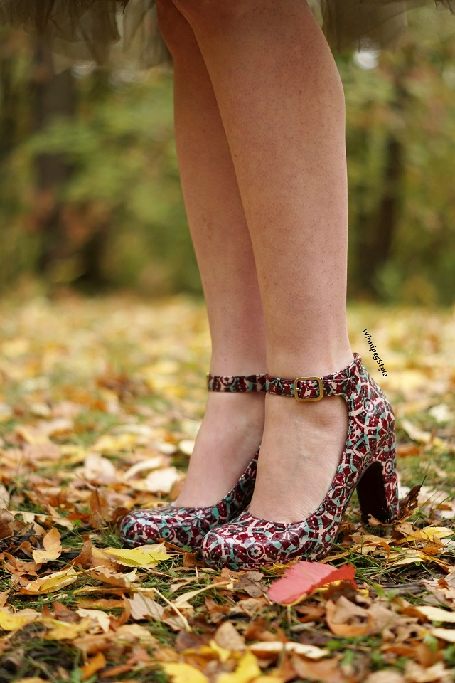 Winnipeg Style Fashion stylist, Canadian style blogger, Chie Mihara Normand stained glass patent leather suede print shoes, vintage style, fall leaves 2018